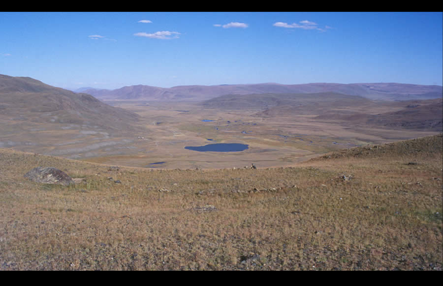 Large circle on a high terrace. Date uncertain. Tsagaan Salaa I, Tsagaan Salaa/Baga Oigor complex. View east down Baga Oigor Gol.Large circles appear on terraces or ridges, alone or by twos. The function and age of large circles are uncertain.