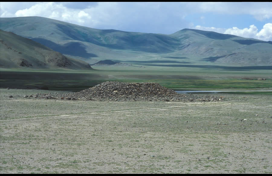 Round platform khirigsuur with a mound 2 m in height within a large ritual site, left bank of Oigor Gol above Khökh Khötöl. Bronze Age.